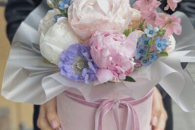 Коробка 001 - пион,скабиоза,дельфиниум,кустовая роза